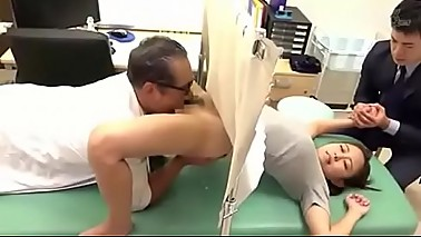 Delicious Wife undergoes treatment of the perverted doctor SEE Complete: https://won.pe/5pQyY5